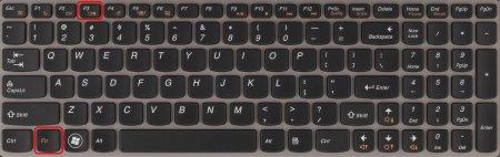 """Комбинация клавиш для переключения режима экрана ноутбука в режим \""""Только проектор\"""" на первом экземпляре"""