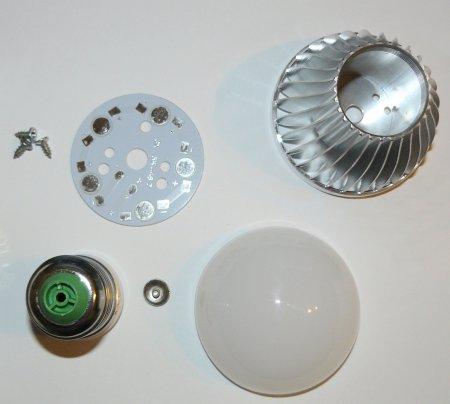 Все элементы корпуса одной лампы LED с алюминиевым радиатором