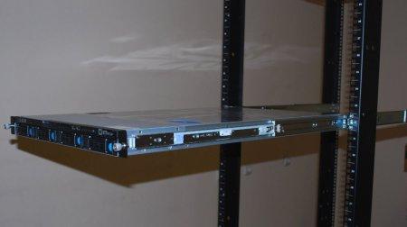 Сервер на стойках