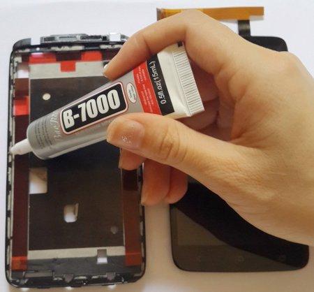 Приклеивание тачскрина клеем B-7000 к рамке телефона