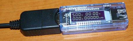Фото подключенного USB тестера Keweisi KWS-V20